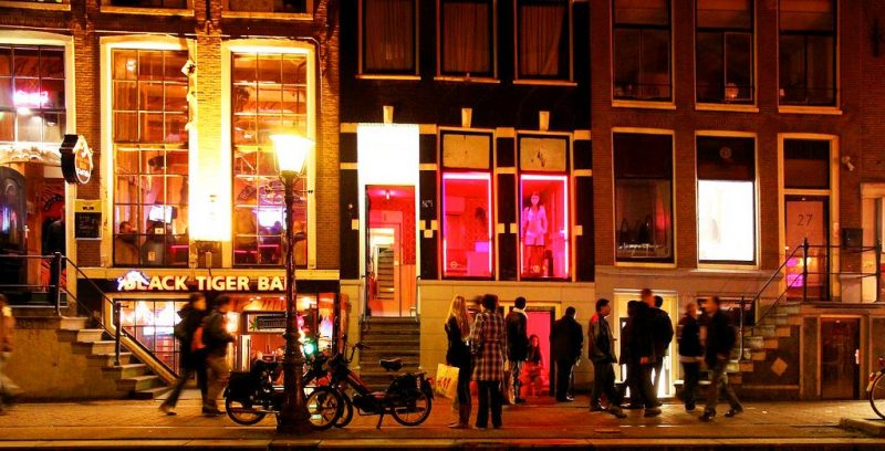 Amsterdam: modified conditions for tours to the red light area