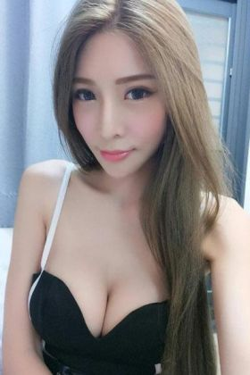 Singaporean escort Fanny ()