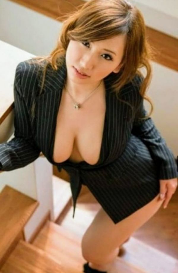 Blonde escort Mistress Lady Kim is a star of Singapore for oral sex