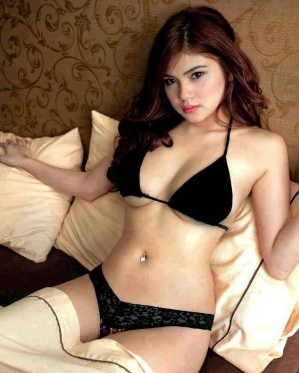 Singapore escort girl DALLIA available for hot sex
