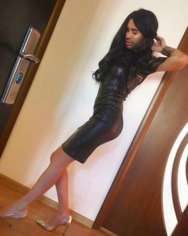 Escort Singapore NikyCOX sucking queen (), 0041791361097