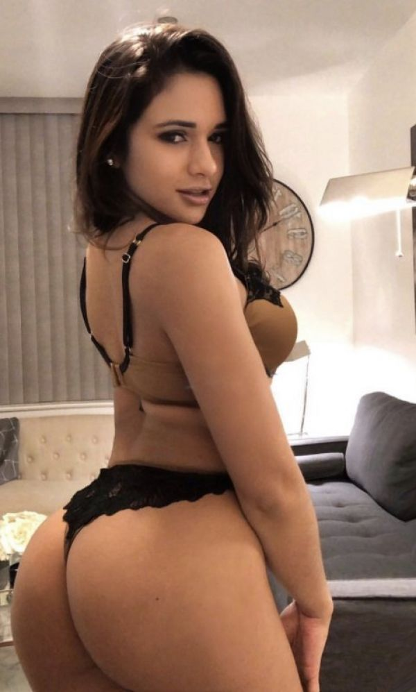 Night with Singapore escort model Paola (classic, oral sex)