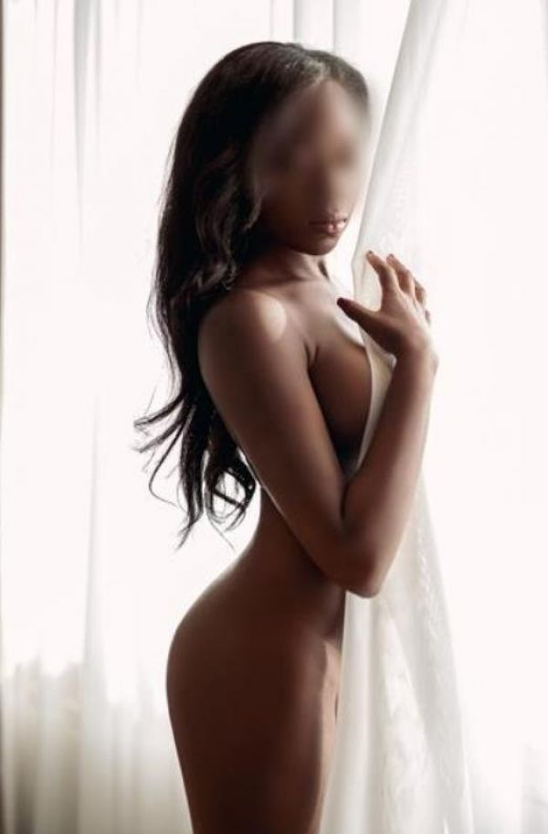 Escort babe Tiffany Elease in Singapore