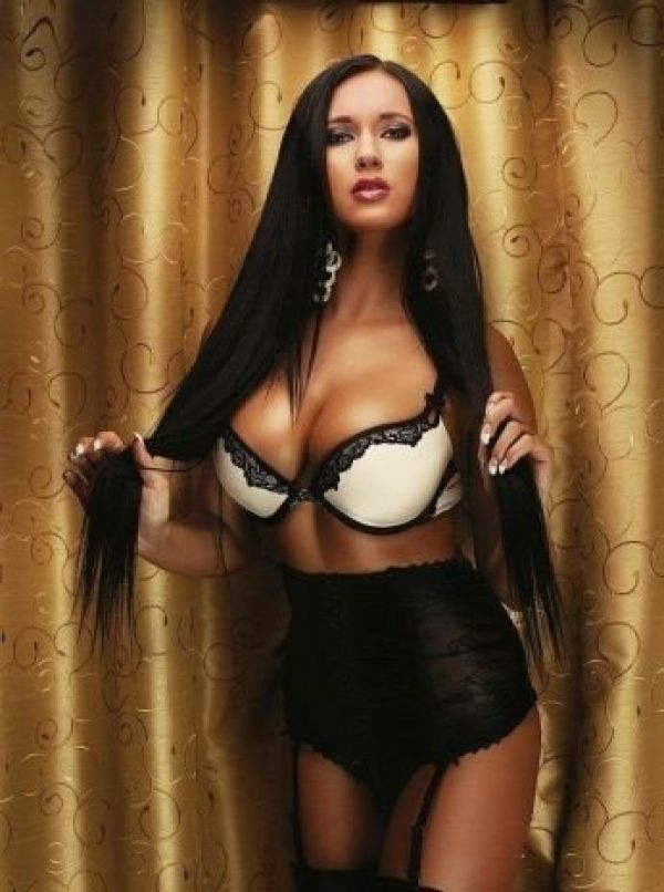 Angelique for escort dating in Singapore 24 7